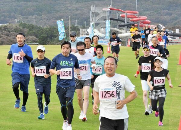 坂井クロカンマラソン、芝生を疾走