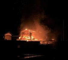 炎を上げて燃える住宅=9月24日午前3時45分ごろ、福井県勝山市昭和町3丁目(提供写真)
