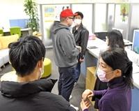新型肺炎、接触機会奪い 就活手探り 学生側「個別」に注力 企業、ネットで面接も