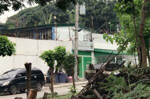 フィリピン入国管理局が拘束した日本人36人が収容された入管の施設=14日、マニラ(共同)