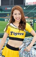 タイガースガールズとして活躍するMayaさん=甲子園