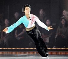「ファンタジー・オン・アイス2012イン福井」で演技する羽生結弦=2012年9月1日、サンドーム福井