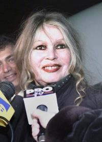 女優のセクハラ抗議「偽善的」