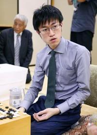囲碁の碁聖戦、挑戦者の許が先勝