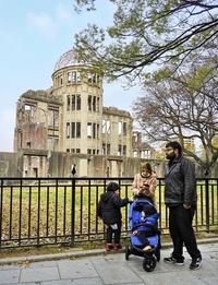 開花する桜追って西へ 被災地と基地も巡る 石川文洋80歳・列島縦断あるき旅(35)