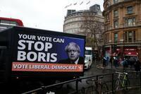 「表層深層」英下院総選挙 二の舞い、回避に躍起