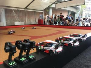 「テレビ朝日・六本木ヒルズ夏祭り SUMMER STATION」でトヨタが設置したブースの一つ。RCカーを通じて、子どもたちにモータースポーツへの興味を持ってもらう狙いだ(撮影・田口浩次)