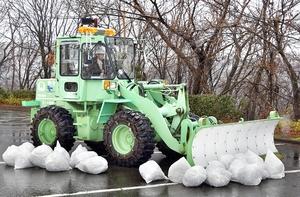周囲360度を撮影できる高精細の4Kカメラが搭載された除雪車=1月30日、福井県永平寺町