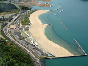 800mの美しい砂浜に充実した施設が自慢