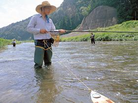 鮎釣りはもちろん、イワナ、ウグイなどのポイントも豊富