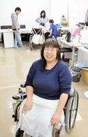 障害のある人とない人が一緒に活動する事務所で、「いろいろな状態の人が当たり前に生活できる社会になってほしい」と話す五木さん=福井市内