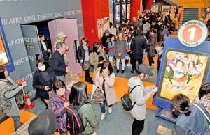 「チア☆ダン」公開初日、大勢の来場者でにぎわう映画館=11日、福井市中央1丁目のテアトルサンク