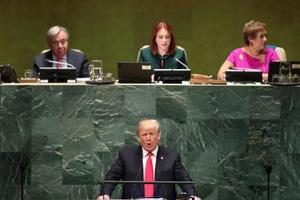 25日、米ニューヨークの国連総会で演説するトランプ大統領(手前)(ロイター=共同)