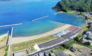 15日にオープンする赤崎海水浴場=福井県敦賀市赤崎(県提供)