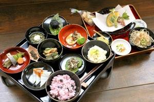 手間ひま惜しまず作られた伝承料理「朝倉膳」。食の力でまちづくりにつなげたい