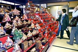 昭和の七段飾りのひな人形…