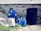 橋の下に不審物、爆発物処理班出動
