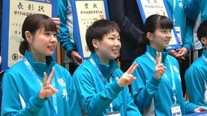 福井国体バドミントン成年女子で準優勝を果たした(左から)西江彩花、山口茜、綿矢汐里=10月8日、福井県の勝山市体育館ジオアリーナ