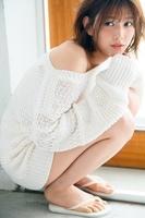 キュートに美肌を披露した欅坂46・渡邉理佐=『WHITE graph 001』より(撮影/三宮幹史)