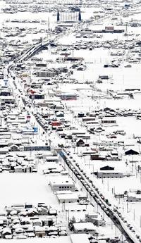 大雪でオペ延期、医療物資届かず
