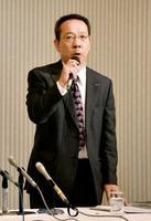 記者会見する徳島市観光協会の花野賀胤事務局長=16日午前、徳島市