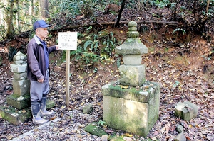 楞厳寺の墓地に今も残る松平忠直の「隠し墓」=福井市大村町