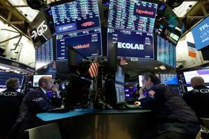 21日のニューヨーク証券取引所(AP=共同)