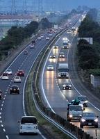 4連休最終日、車が連なる北陸自動車道=9月22日午後5時55分ごろ、福井県福井市坂下町