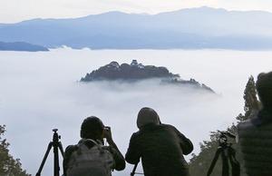 大野城が雲海に浮かぶ「天空の城」に