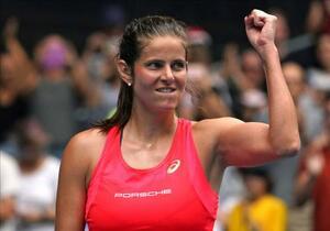 1月の全豪オープン2回戦で勝利し、ガッツポーズするユリア・ゲルゲス=メルボルン(AP=共同)