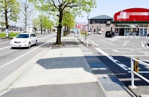 事故現場の歩道=4月19日午後0時25分ごろ、福井県福井市下江守町