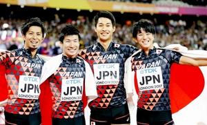 陸上の世界選手権男子400メートルリレーで銅メダルの(左から)藤光、桐生、飯塚、多田の4選手。日本学生対校選手権で選手、ゲストとして福井に集結する=ロンドン