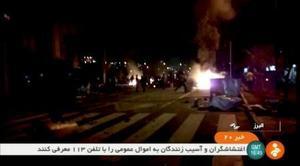 イラン・テヘラン西郊エルブルズ州の街頭の抗議デモを伝えるビデオ画像=2017年12月31日(ロイター=共同)