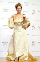 夏木マリ、金色ドレスで登場