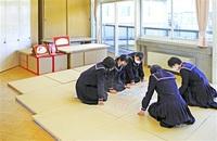 空き教室に生徒アイデア 畳で百人一首、海外クイズで旅気分… 至民中、多様な学びの場に みんなで読もう