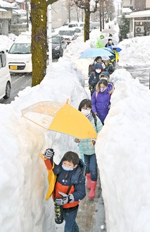 雪道を慎重に…10日ぶり登校