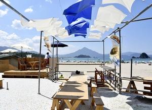 インスタ映えする大学生の浜茶屋