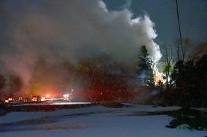 大野で住宅全焼、1人の遺…