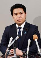 自民党への入党について記者会見する鷲尾英一郎氏=22日午後、新潟県庁