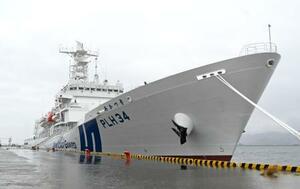 鹿児島港に初入港した大型巡視船「あかつき」=26日午後、鹿児島市