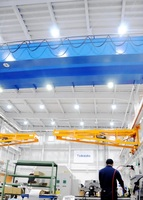 事業所内の照明を全てLEDに替えた武田機械の工場=29日、福井市三尾野町