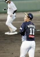 ルートインBCリーグ・富山GRNサンダーバーズ-福井ミラクルエレファンツ 登板した5回に3ラン本塁打を浴び、肩を落とす福井の浜田俊之=7月11日、富山県の小矢部野球場