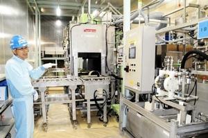 8月にも本格稼働させる自動除染装置=28日、福井県敦賀市の新型転換炉ふげん
