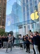 アップル、ガラス張り旗艦店復活