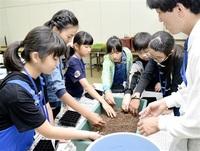 地域の花づくりリーダー養成へ 坂井で講座開講、児童挑む