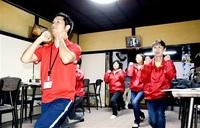 「赤ふん坊や」体操に 高浜 理学療法士らが考案 老若男女へ簡単動作