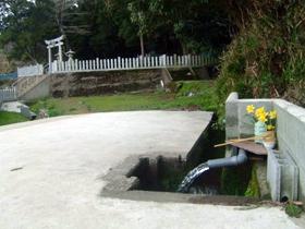 「ふくいのおいしい水」 神社の境内から湧き出る水