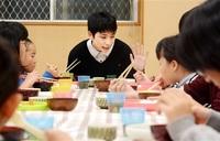 自分の存在 確かめる 心安まる「食堂」 子ども(6) 新ふくいを生きる