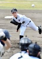 大野を4安打に抑え完投した高志の林洋介=福井県営球場