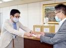 飛沫感染防ぐ「盾」を福井県に寄贈